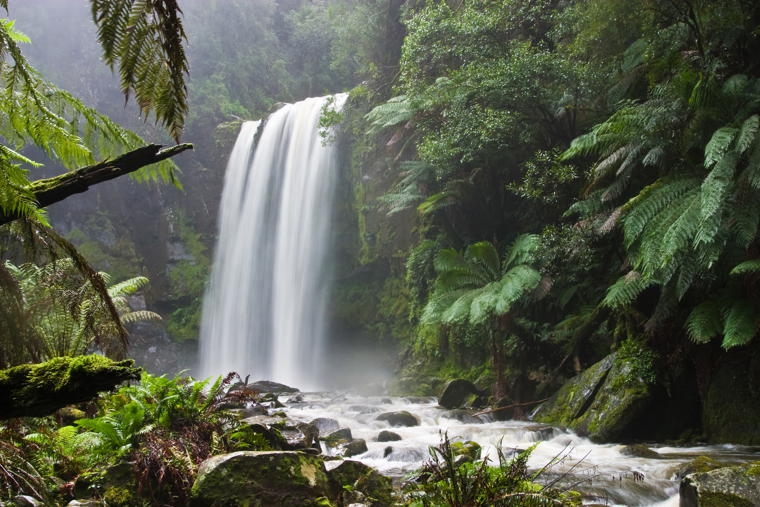 12 beautiful tall waterfalls in the world to see