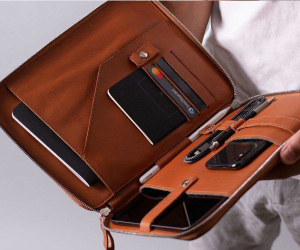 Perfect plane-friendly organiser that oozes elegance