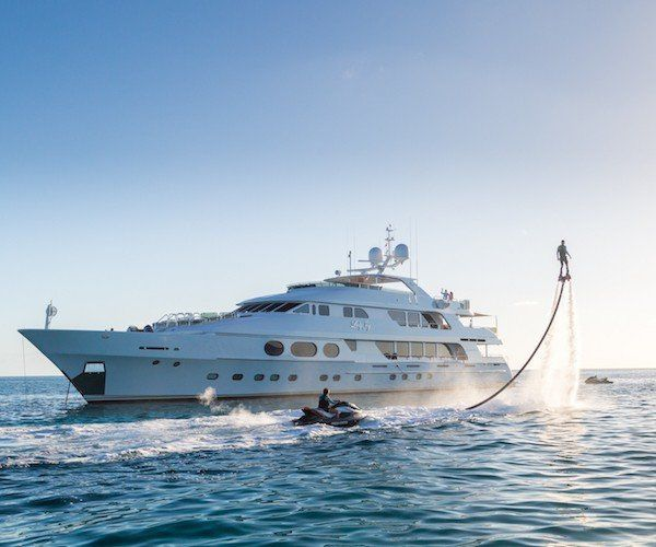 2020/21 luxury yacht charters in the Caribbean