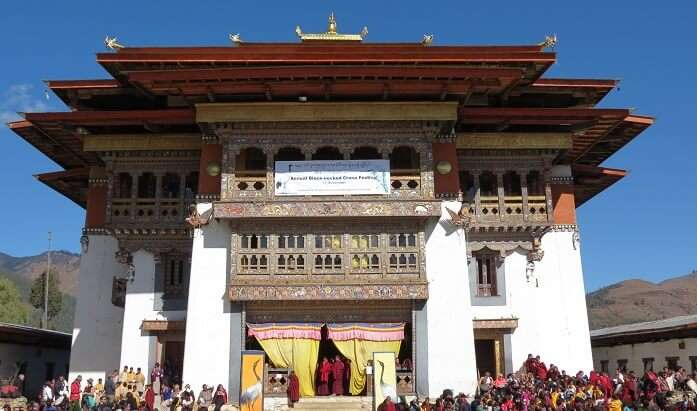 it is located on a hill ridge overlooking the vast and beautiful Phobjikha Valley
