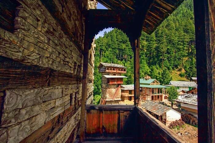 hotels and resorts in tirthan valley