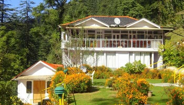 stay at Nature's Lap Resort in tirthan
