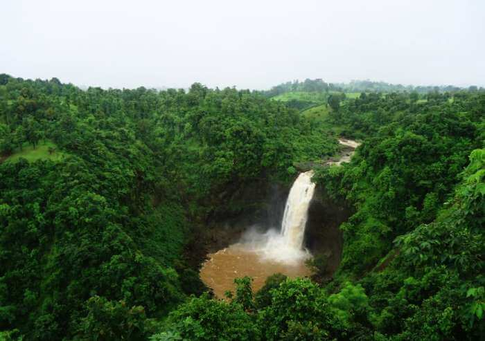 Dhabosa waterfall in the serene Sahyadris is amongst the best offbeat places near Mumbai