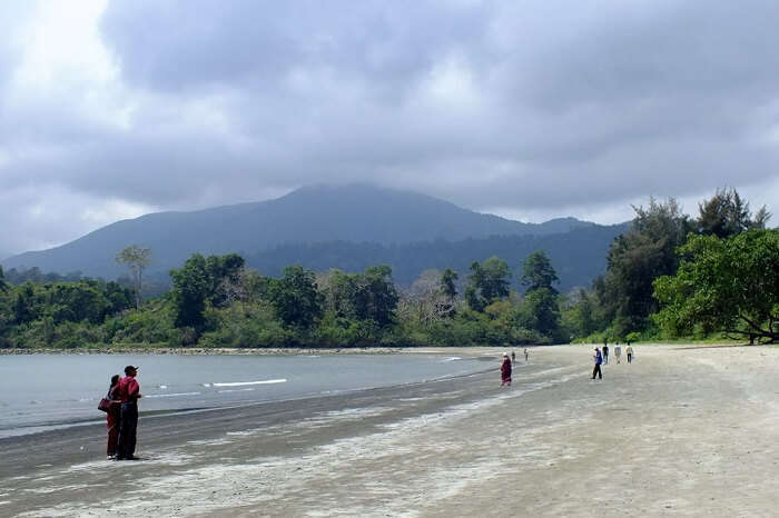 A view of the Saddle Peak and the Kalipur Beach in Diglipur