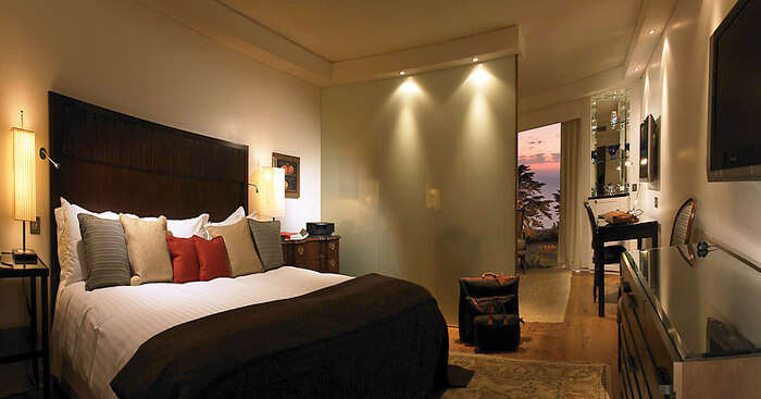 awesome location, well-appointed guest rooms