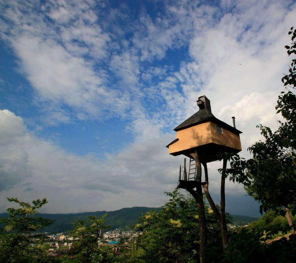 An exterior view of Takasugi-an Treehouse in Japan