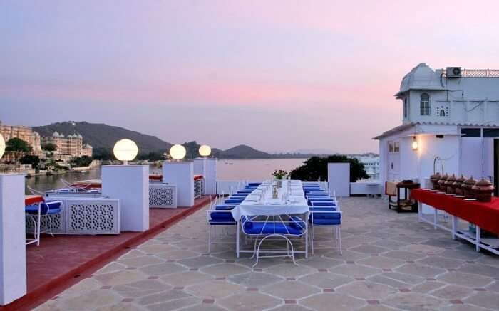 Alfresco dining area of Lake Pichola Hotel - one of the best budget hotels in Udaipur